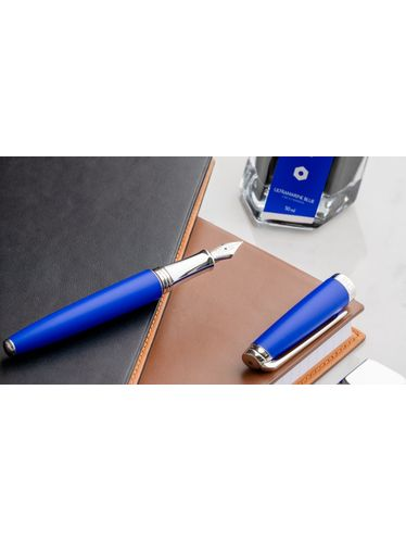 Caran d'Ache - Gift Set KLEIN BLUE® LÉMAN Fountain Pen with Inkwell - Limited Edition | Professional Pencils